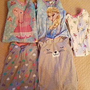 Set of 5 long sleeve and footed pajamas
